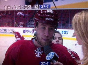 coyotes-ray-whitney-photobomb-3